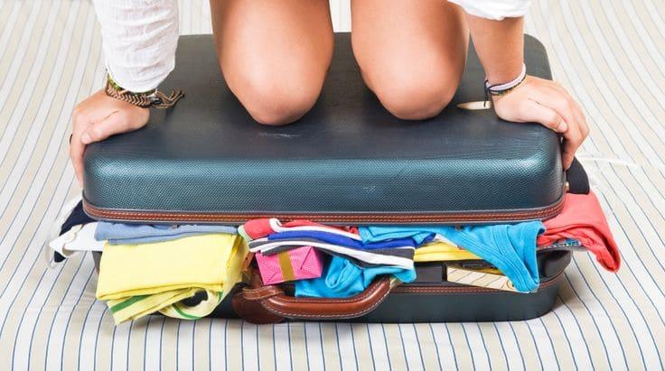 valise pleine et dure à fermer