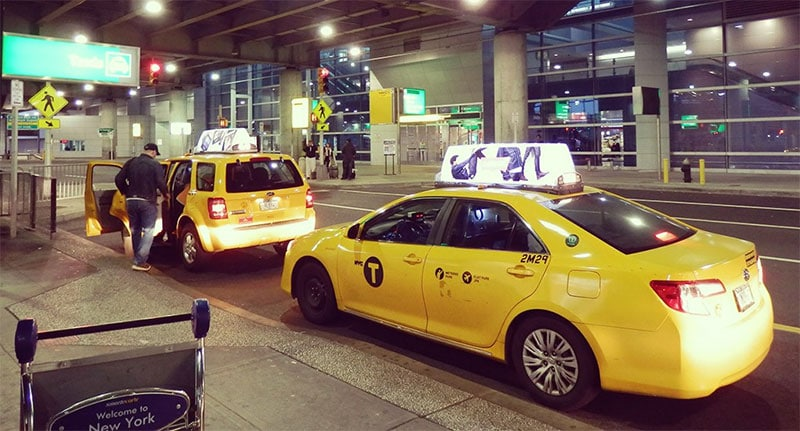 Taxis en attente à l'aéroport JFK de New York