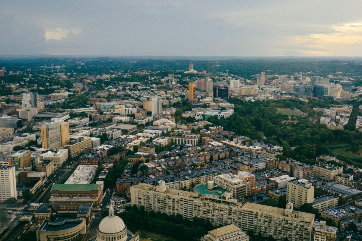 Un Boston urbain mais aussi boisé depuis le Skywalk Observatory