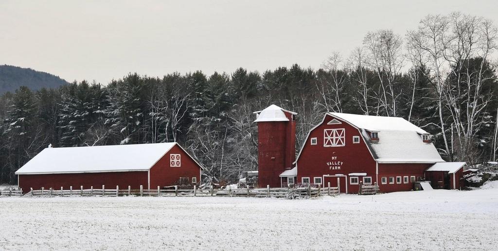 Grange Rouge sous la Neige dans le Massachusetts