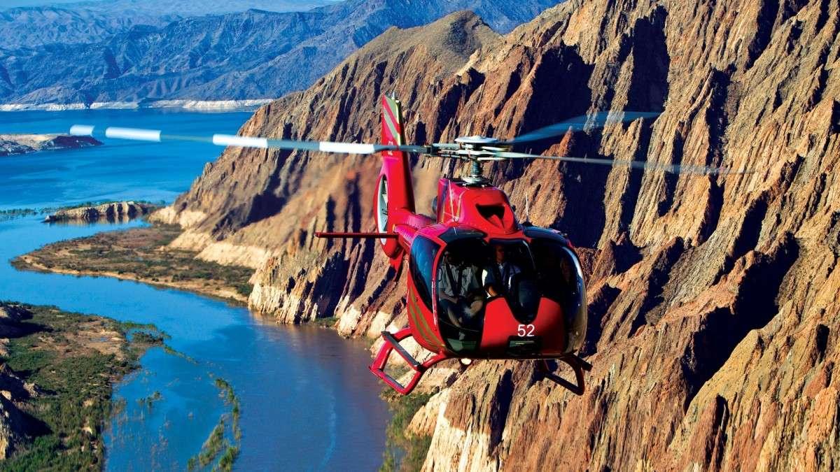 Hélicoptère Papillon En vol au Grand Canyon