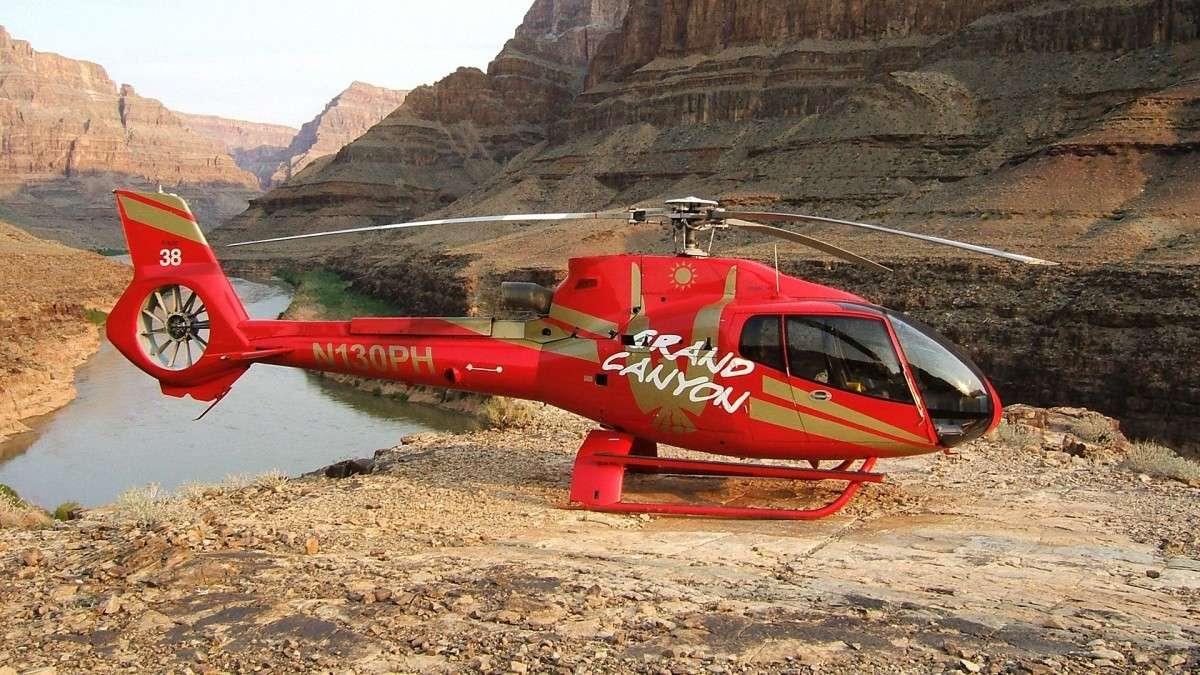 Hélicoptère Papillon au fond du Grand Canyon