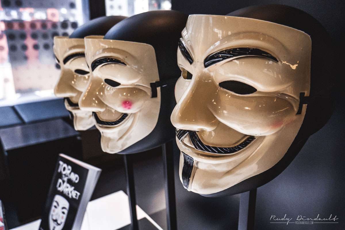 Masques Anonymous au musée Spyscape de New York