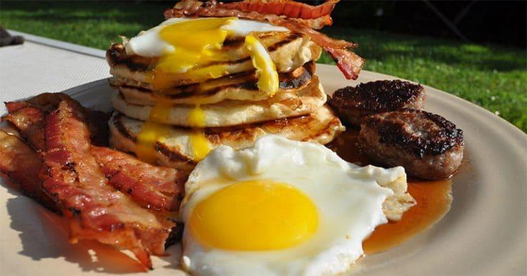 petit déjeuner traditionnel américain