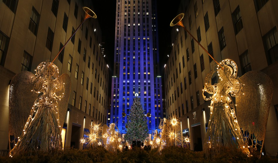 sapin de noel devant le rockefeller center à new york
