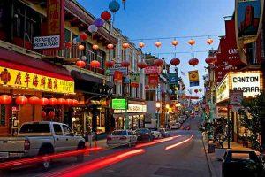 Le quartier Chinois de Chinatown de nuit