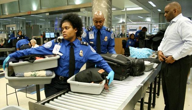 agents de la tsa à la sécurité de l'aéroport