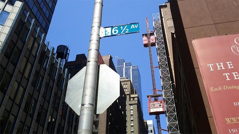 La 6ème avenue et demi est une vraie bizarrerie New-Yorkaise