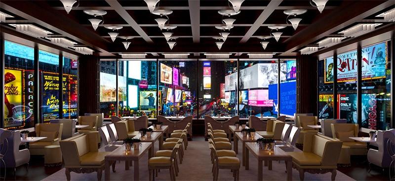 Le R Lounge du Renaissance Hotel offre des vues incroyables sur Times Square