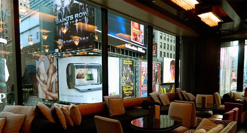 Boire un cocktail à NYC avec vue sur Times Square au R Lounge du Renaissance Hotel