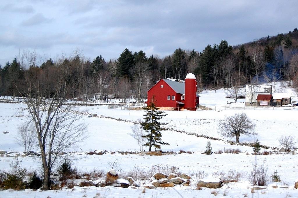 Ferme Rouge dans la neige du Vermont