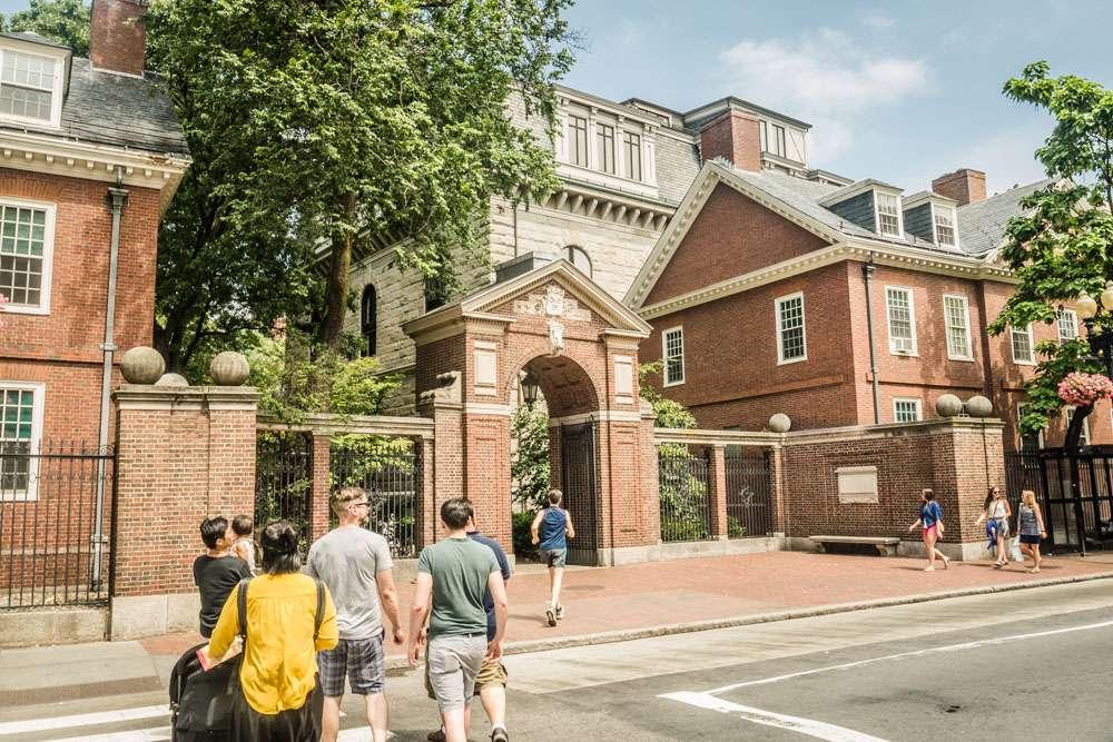 Entrée de l'université d'Harvard