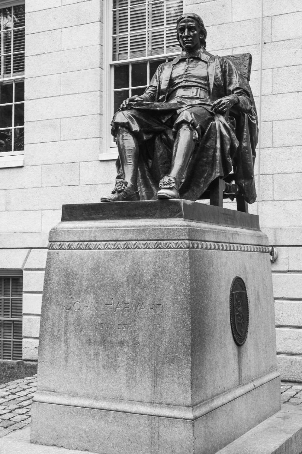 Statue des 3 mensonges à Harvard