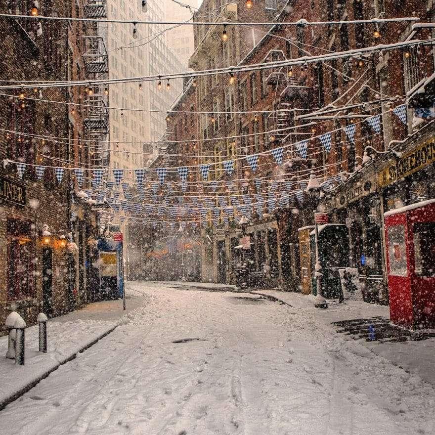 Rue typique de new York sous la neige
