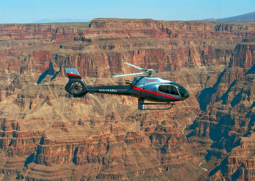 Hélicoptère Maverick en vol au Grand Canyon