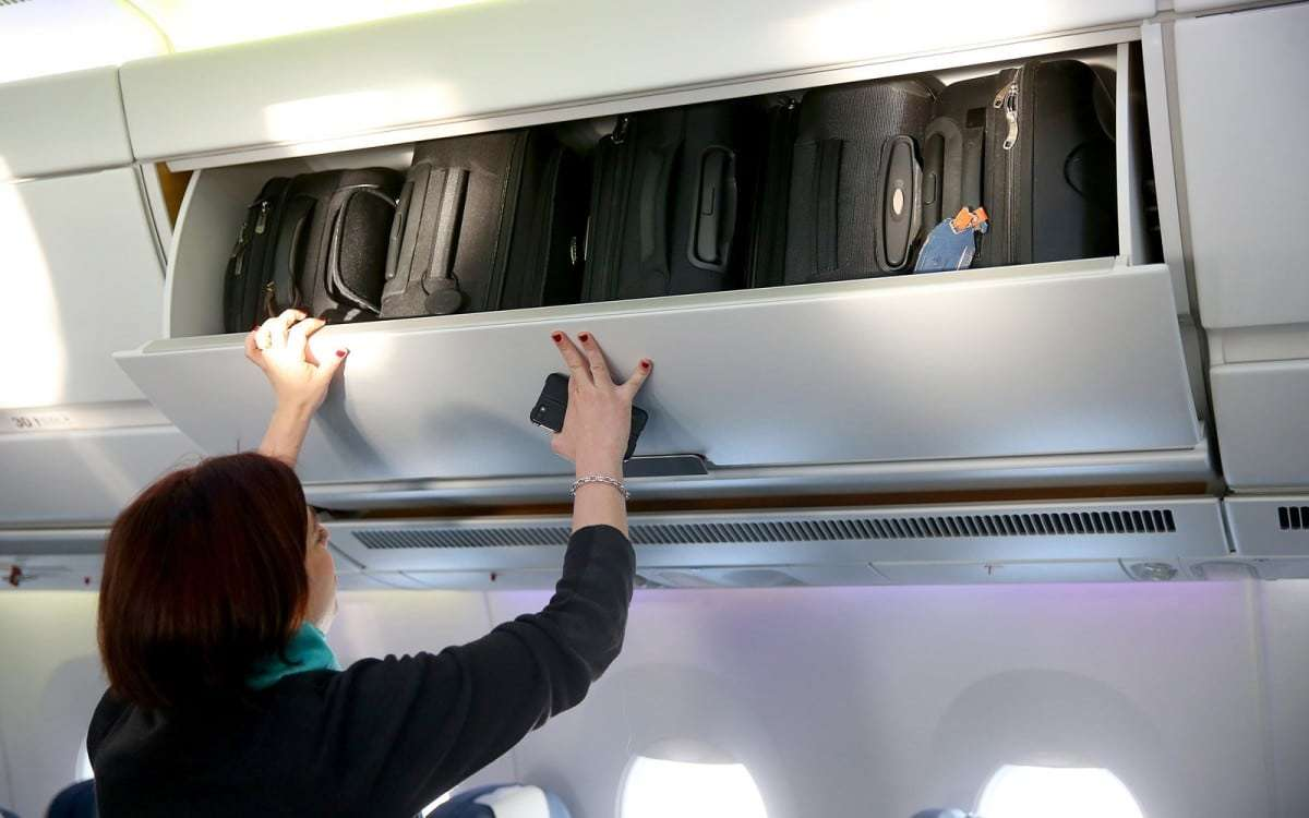 Compartiment à valise dans un avion