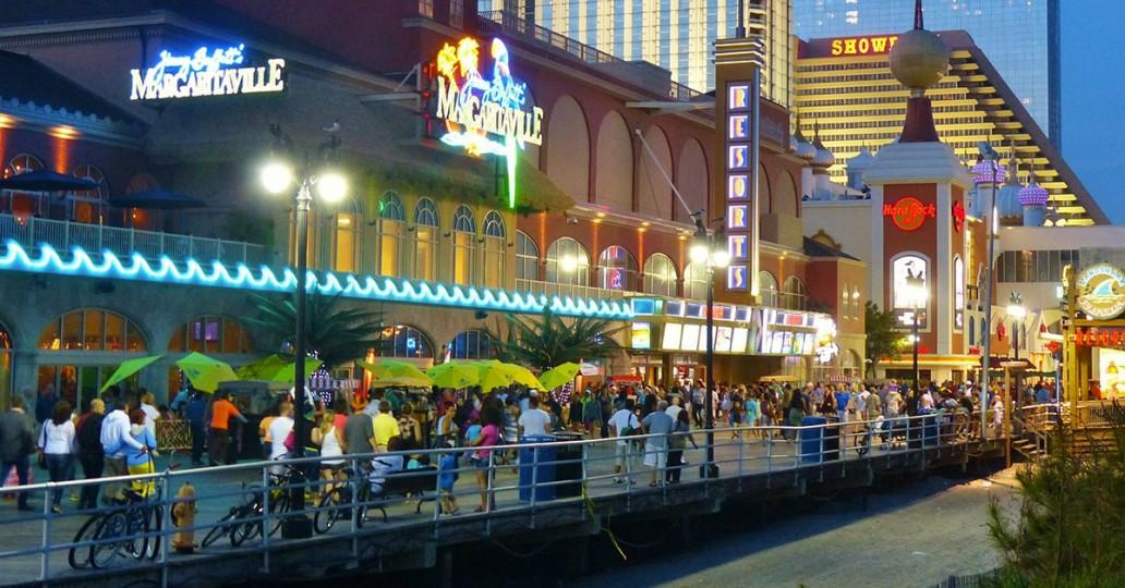 Boardwalk d'Atlantic City la nuit