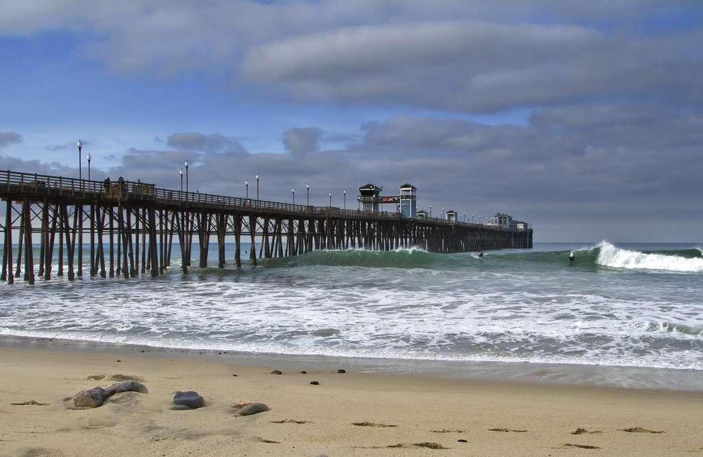 Surf à Oceanside Pier, Californie