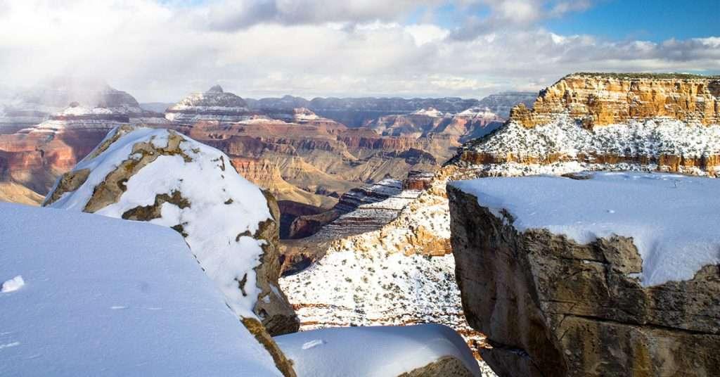 Le South Rim du Grand Canyon en hiver sous la neige