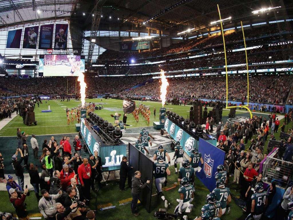 Philadelphie Eagles entrent sur le terrain