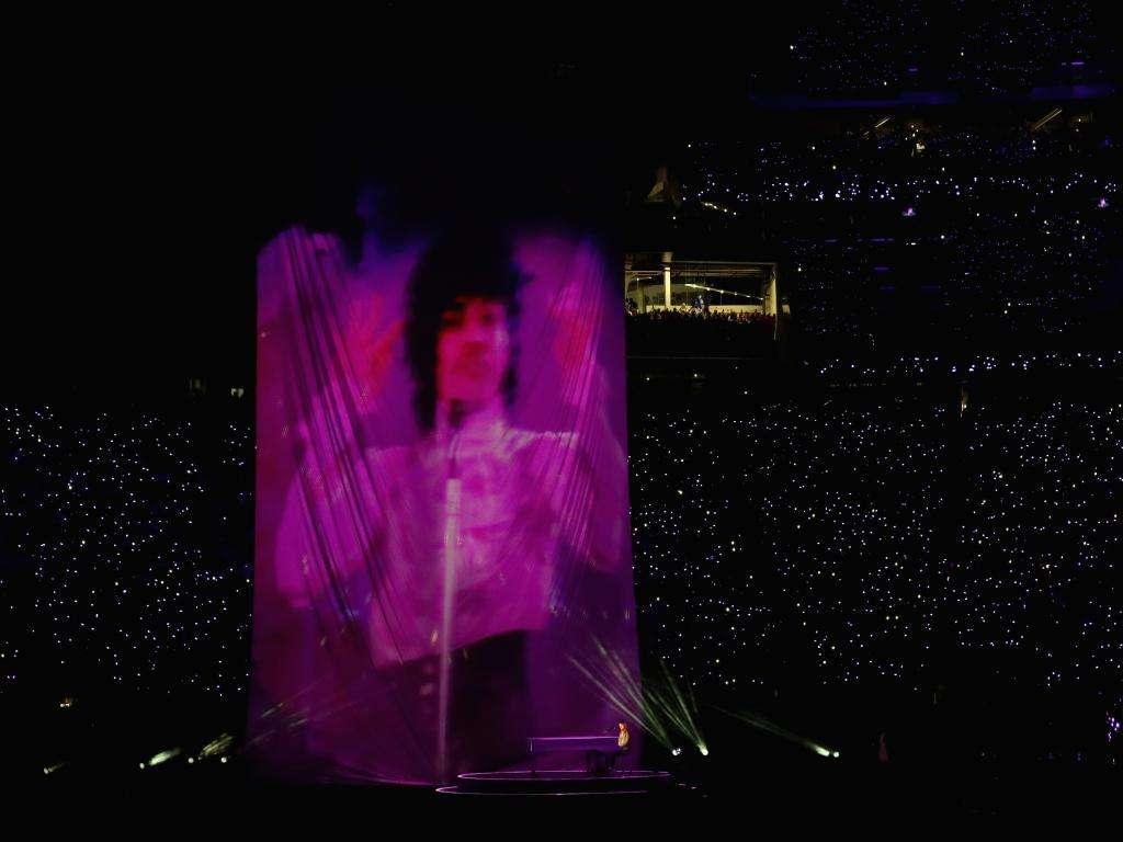Justin Timberlake rend hommage à Prince pendant le Super Bowl